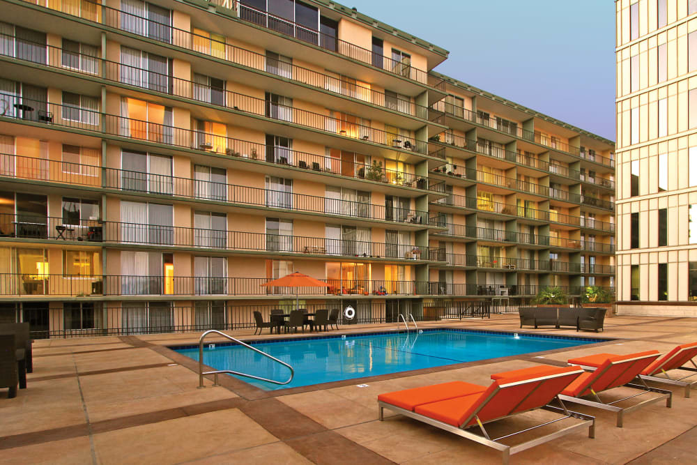 Poolside seating at Hillsborough Plaza Apartments in San Mateo, California
