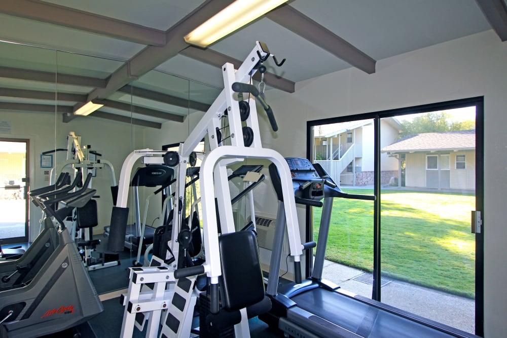 Fitness amenities at Parkwood Apartments in Sunnyvale, California