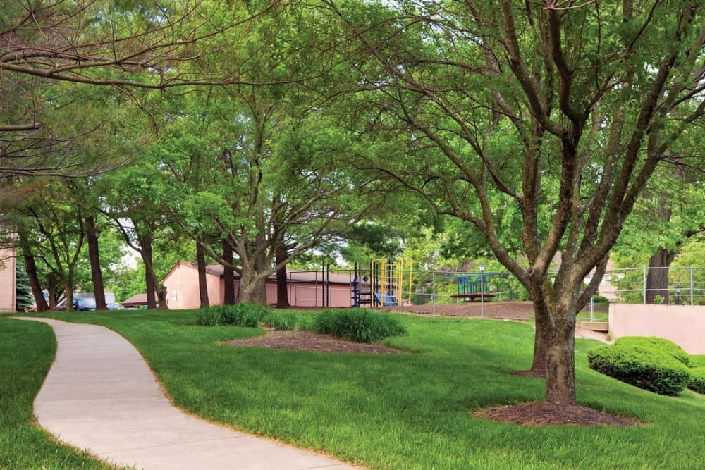 Walking Paths at Preserve at Cradlerock Apartment Homes in Columbia, Maryland