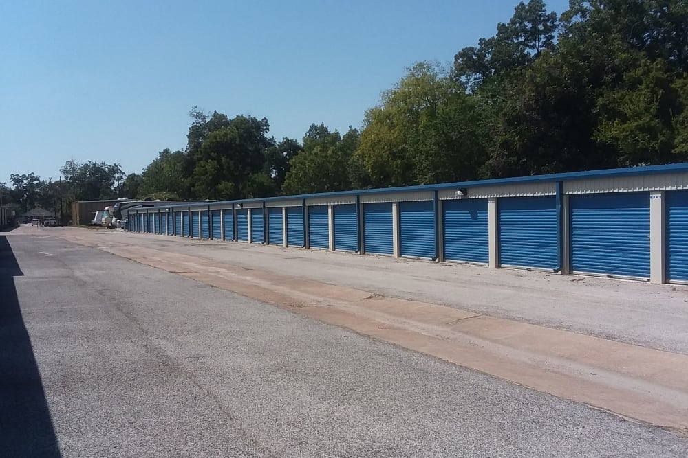 Large open driveways through AAA Alliance Self Storage in Humble, Texas