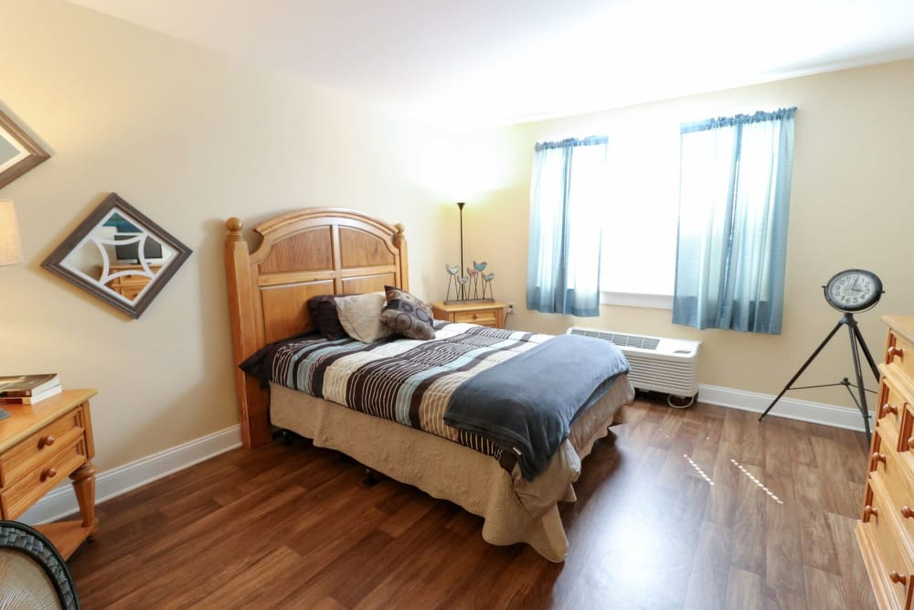 A studio bedroom at Harmony at Ironbridge in Chester, Virginia