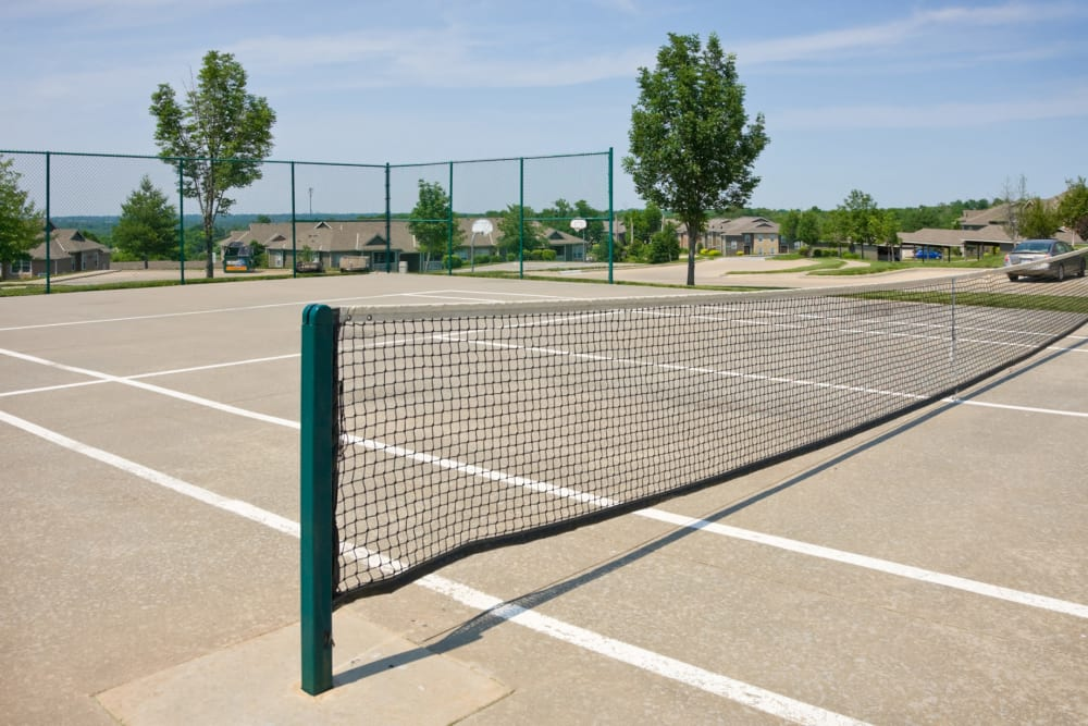 Onsite tennis courts at Timber Lakes Apartment Homes in Kansas City, Missouri