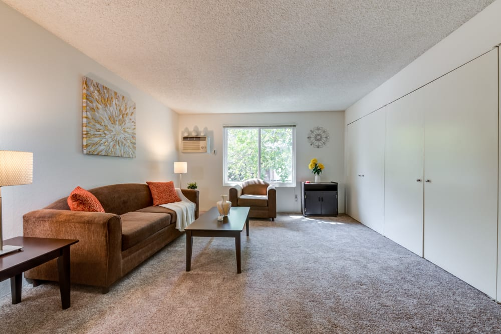 Living room with out bed at Vista Pointe II in Studio City, CA