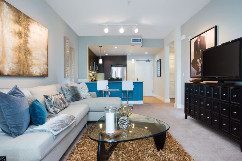 Spacious living room with plush carpeting at Sofi Riverview Park in San Jose, California