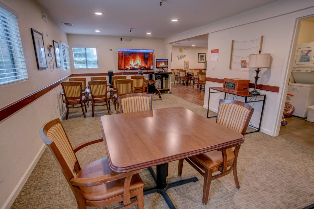 Memory care dining area at Golden Pond Retirement Community