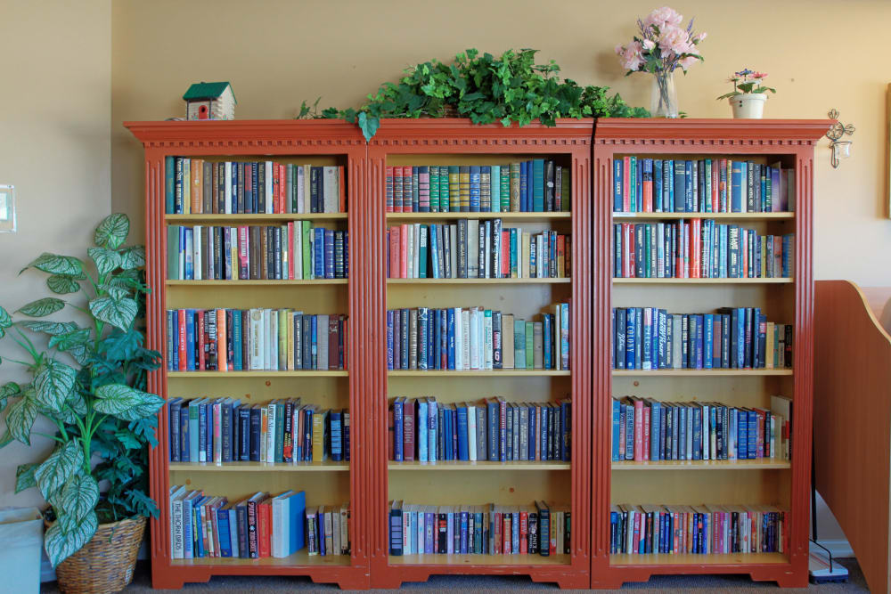 A bookcase full of reading material at Bayside Terrace in Pinellas Park, Florida