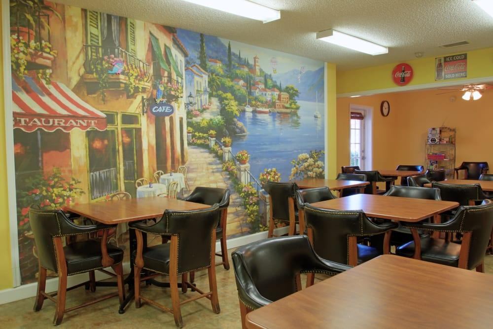 A place to enjoy a meal at Bradenton Oaks in Bradenton, Florida