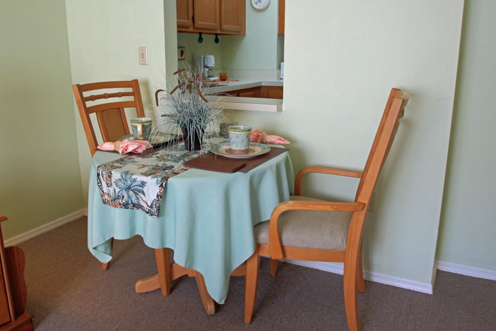 A cozy dining room at Bradenton Oaks in Bradenton, Florida