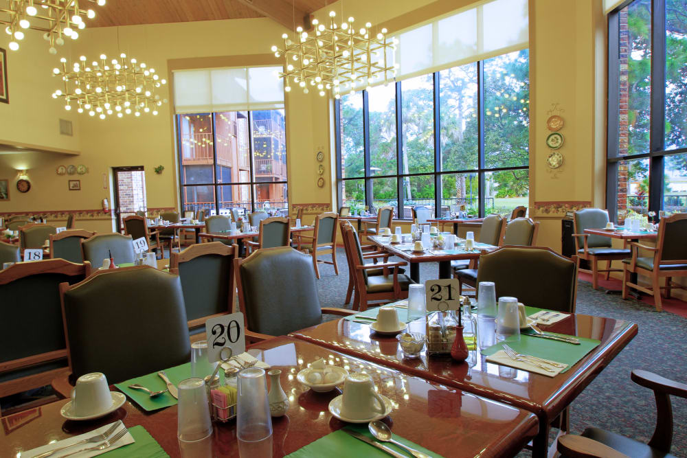 Dining room at Renaissance Retirement Center in Sanford, Florida