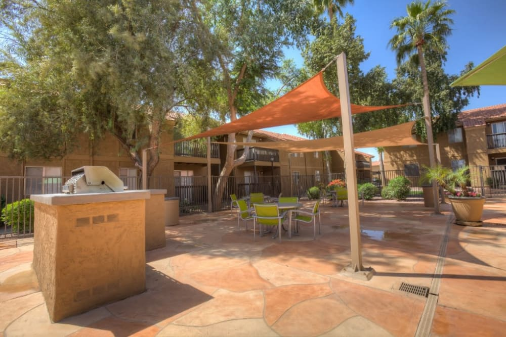 Shaded seating near the barbecue area at 505 West Apartment Homes in Tempe, Arizona
