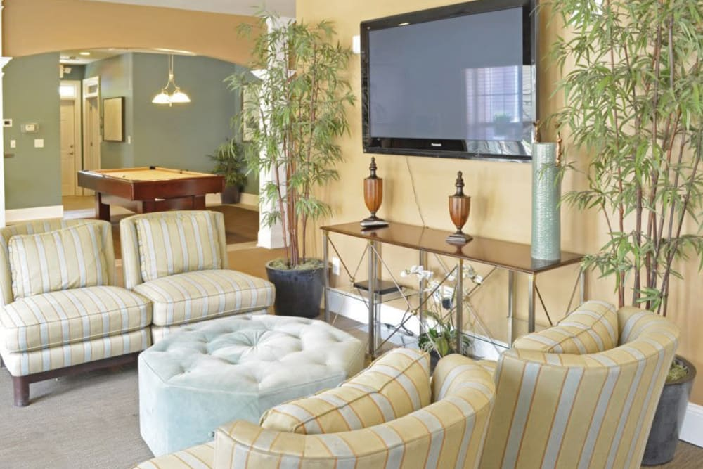 Flatscreen TV and comfortable places to sit in the clubhouse at Azalea Springs in Marietta, Georgia