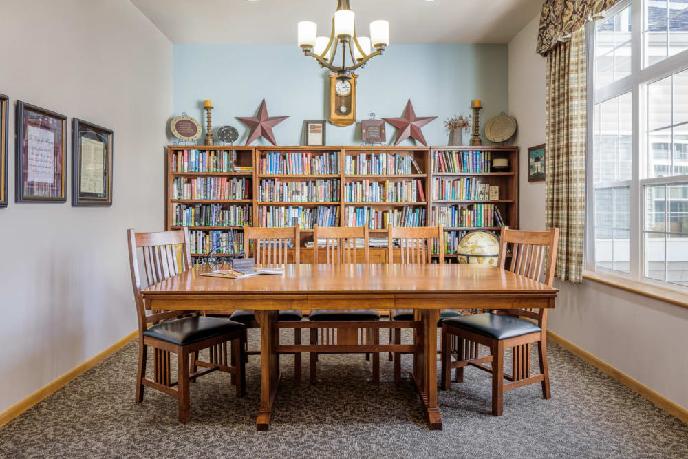 Community room with books at Glenwood Place in Marshalltown, Iowa.