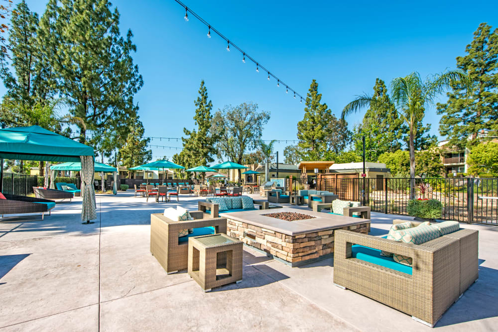 Fire pit common area with lounge seating at Sofi Poway in Poway, California