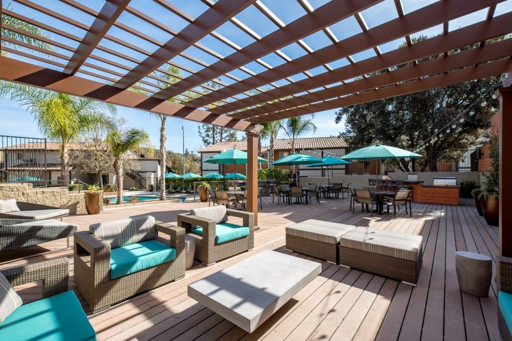 Pergola providing partial shade to the outdoor lounge at Sofi Thousand Oaks in Thousand Oaks, California