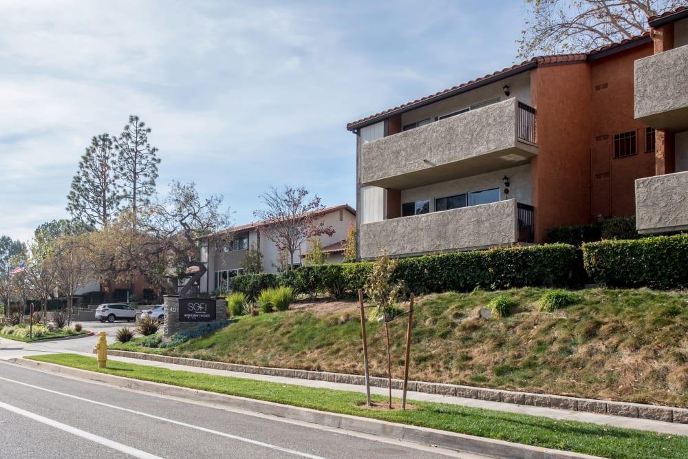Road leading to Sofi Thousand Oaks in Thousand Oaks, California
