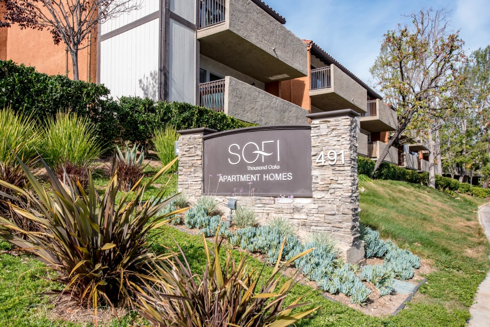 Monument sign welcoming residents and guests to Sofi Thousand Oaks in Thousand Oaks, California