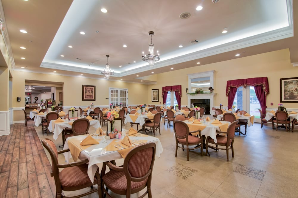 An elegant dining hall at Pelican Bay in Beaumont, Texas