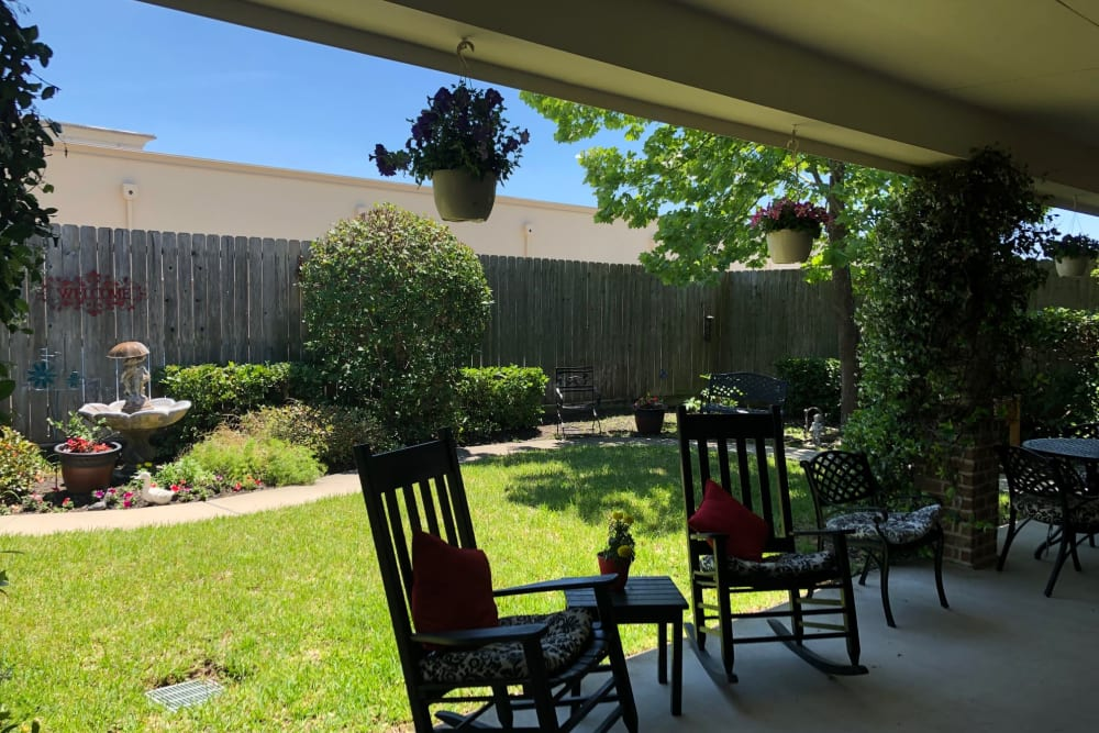 The courtyard at Autumn Grove Cottage at Champions in Spring, Texas