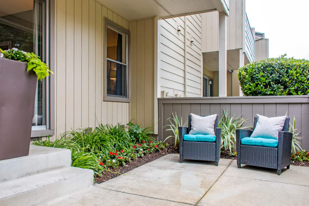 Comfortably furnished private patio outside a model home at Sofi Dublin in Dublin, California
