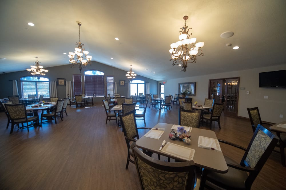 Dining hall at Villas of Holly Brook Herrin in Carterville, Illinois