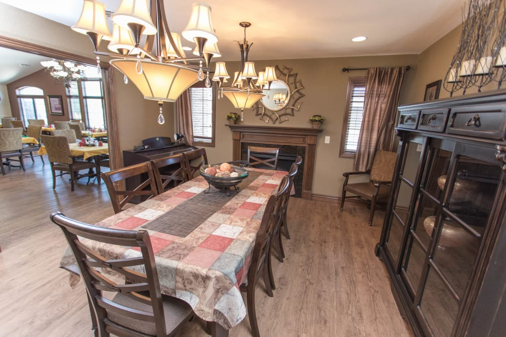 alternative view of the family dining room at Villas of Holly Brook Newton in Newton, Illinois