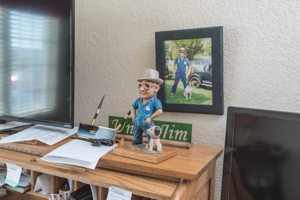 Small statue of a man and his dog in front of a picture of said man and dog at Villas of Holly Brook Shelbyville in Shelbyville, Illinois