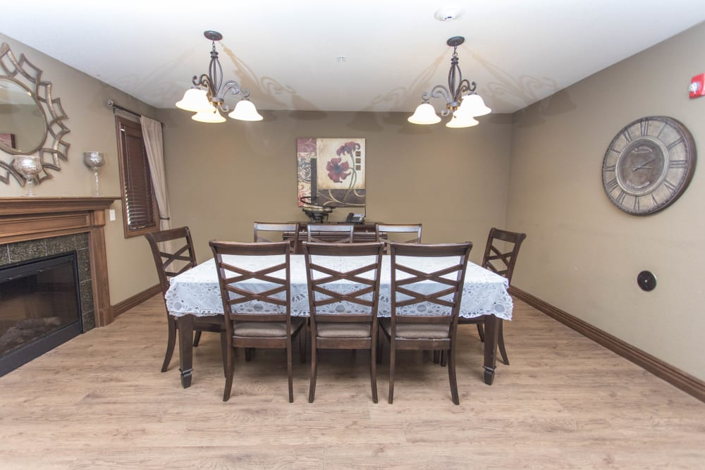 private family dining room at Villas of Holly Brook Shelbyville in Shelbyville, Illinois