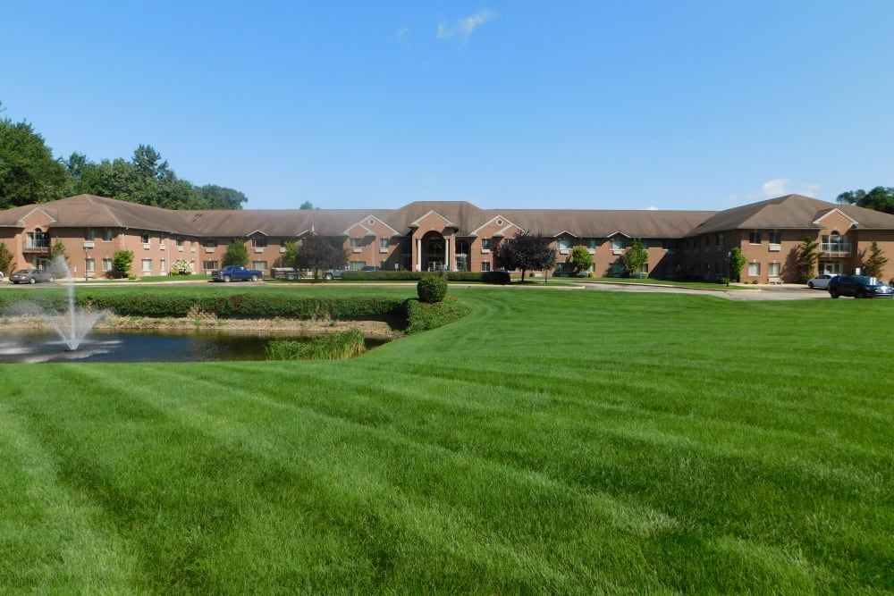 Huge green lawn at Brentwood at Elkhart in Elkhart, Indiana
