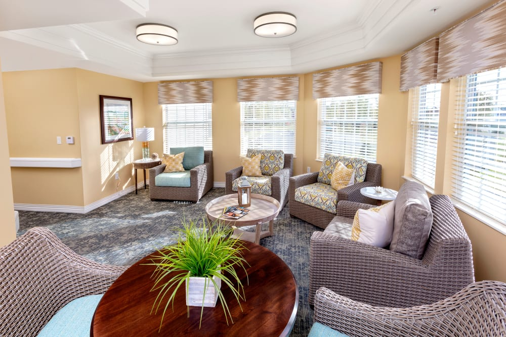 Common area with a plant at Brooklyn Pointe in Brooklyn, Ohio