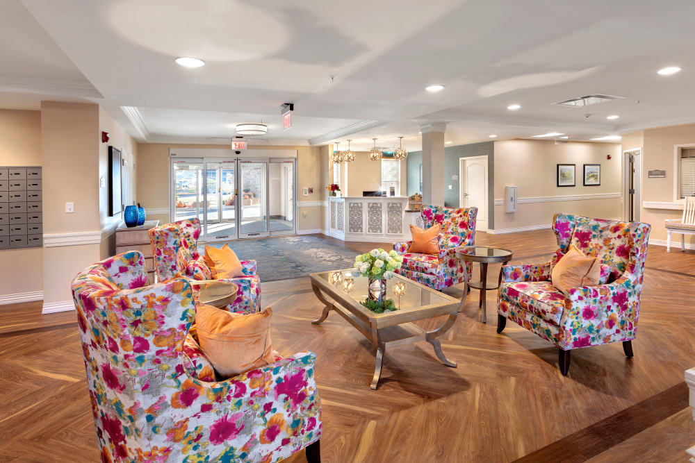 Common area with funky chairs at Brooklyn Pointe in Brooklyn, Ohio