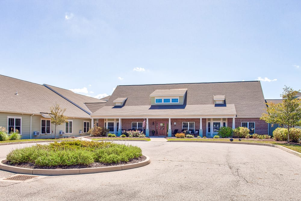 Main entrance and drop-off area at Landings of Huber Heights in Huber Heights, Ohio