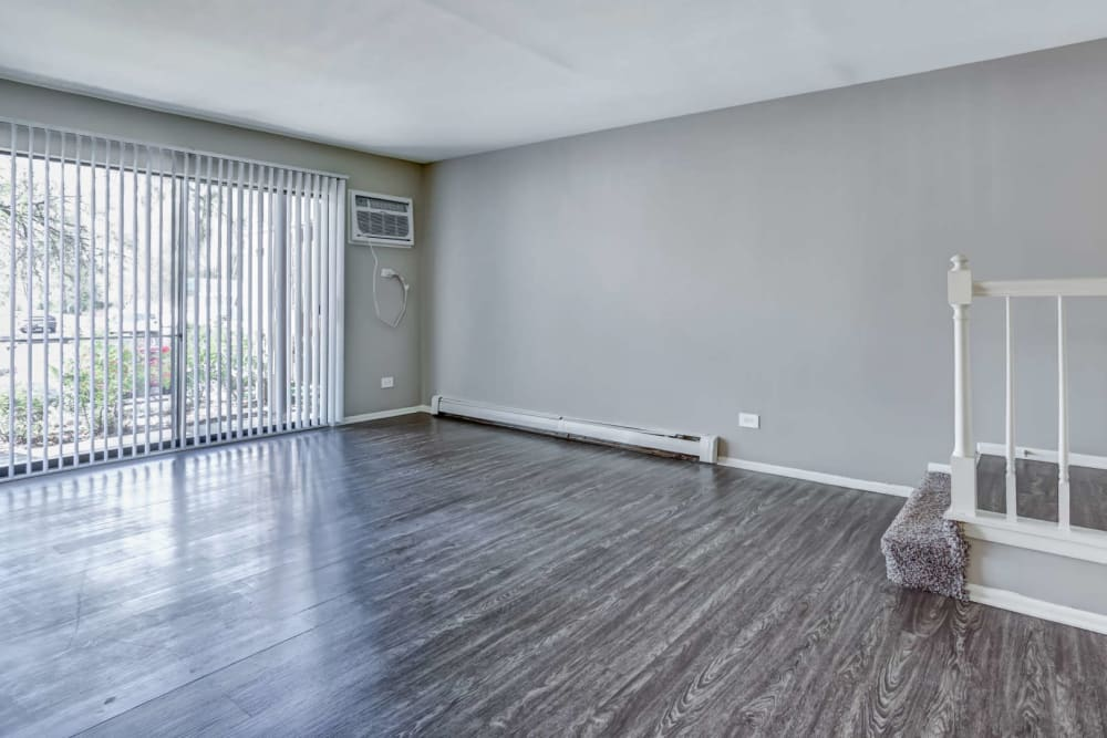 A large living space with hardwood floor at Lakeside Apartments in Wheaton, Illinois