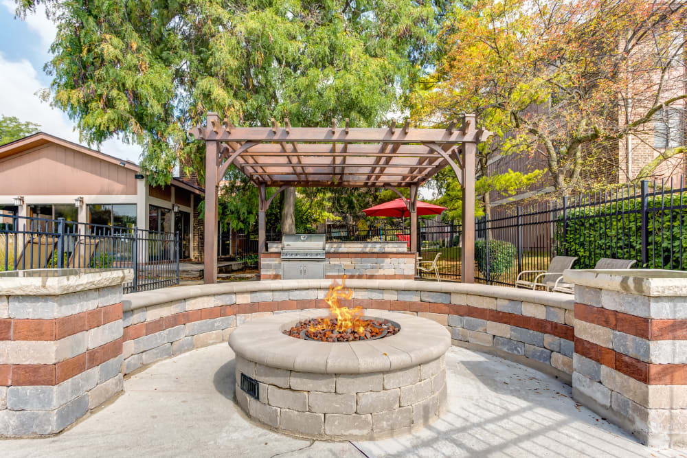 An outdoor fire pit at Lakeside Apartments in Wheaton, Illinois