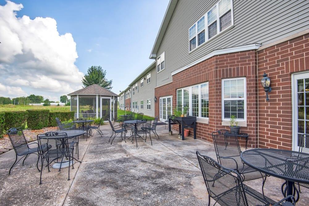 An outdoor patio at Brookstone of Aledo in Aledo, Illinois