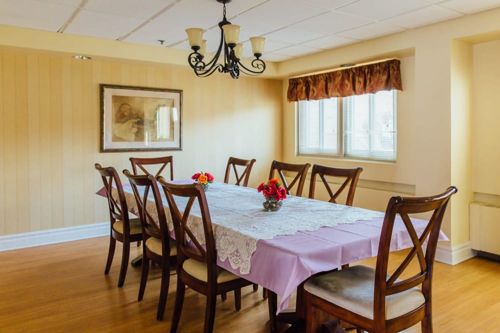 Spacious Dining at The Woods of Caledonia in Racine, Wisconsin