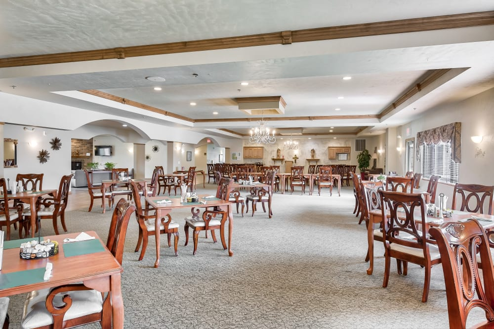 A spacious dining area at Allouez Sunrise Village in Green Bay, Wisconsin