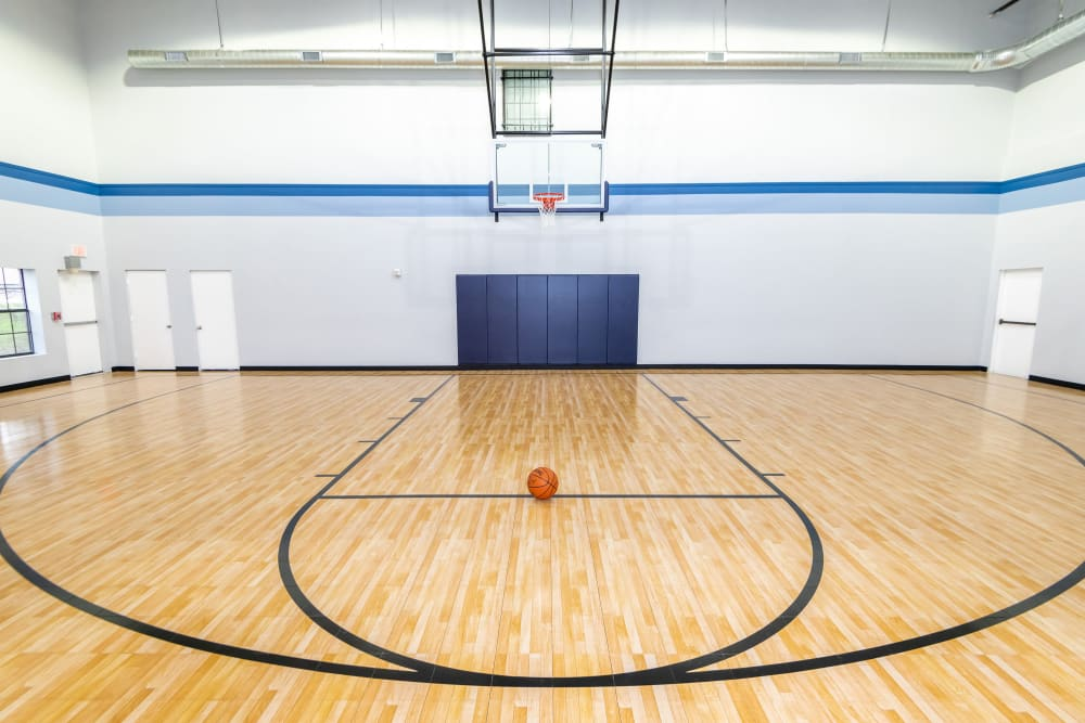 Enjoy Apartments with a Basketball Court at Carrollton Park of North Dallas in Dallas, Texas