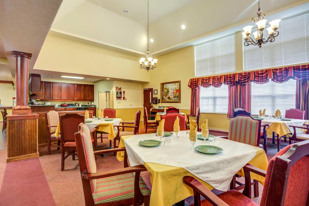 Lavish dining room at The Willows at Hamburg in Lexington, Kentucky