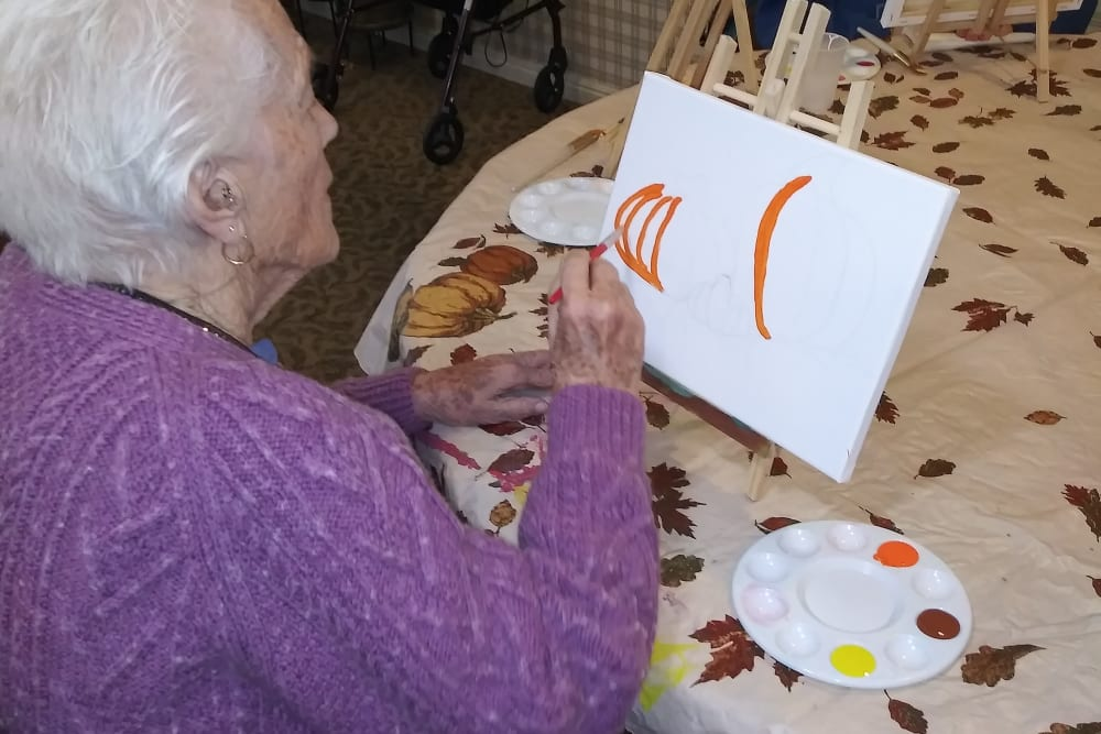Arts and crafts at Sundial Assisted Living in Redding, California