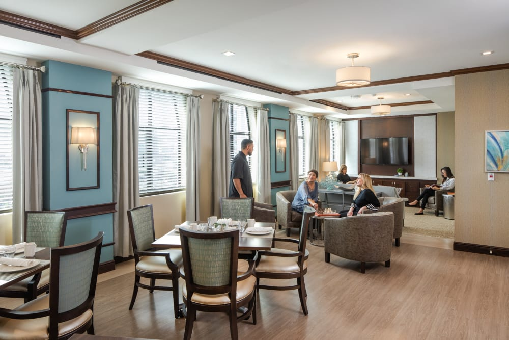 Residents talking in a lounge at Regency Palms Long Beach in Long Beach, California