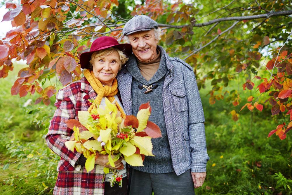 A couple enjoying the fall leaves at Honeysuckle Senior Living in Hayden, Idaho