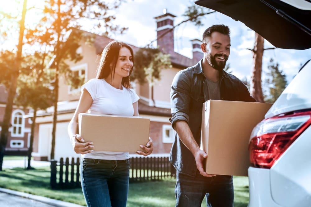 Couple transporting boxes for storage at Devon Self Storage in Yukon, Oklahoma