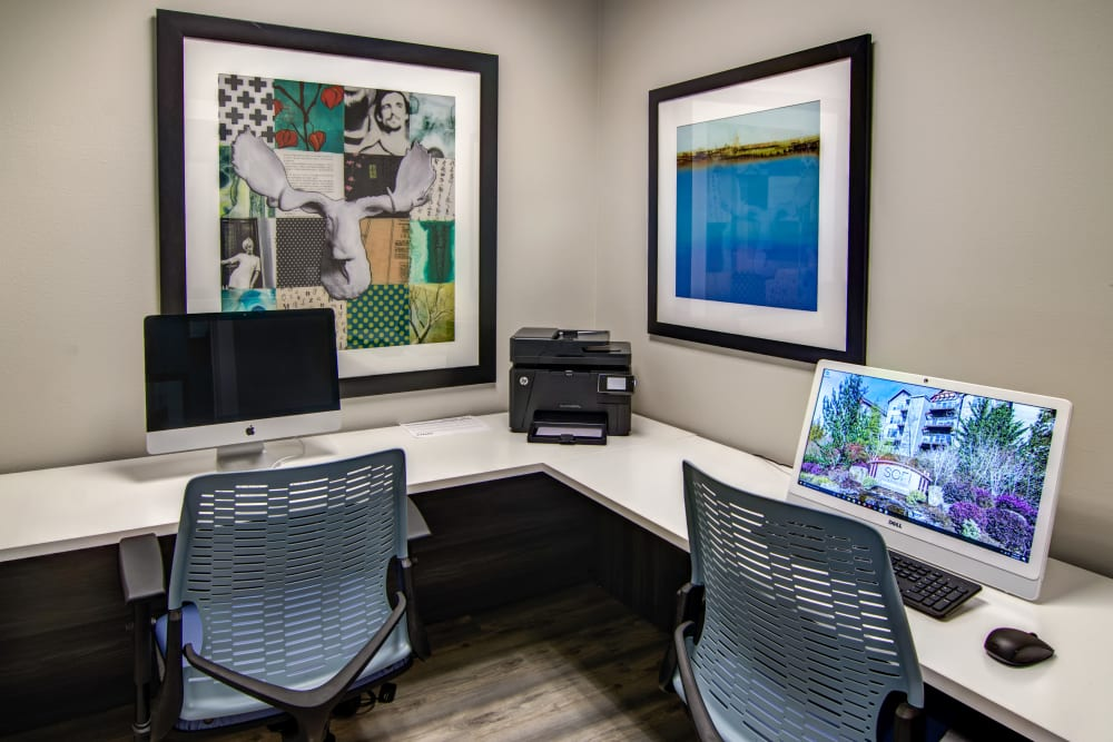 Business center with computers for resident use at Sofi at Forest Heights in Portland, Oregon