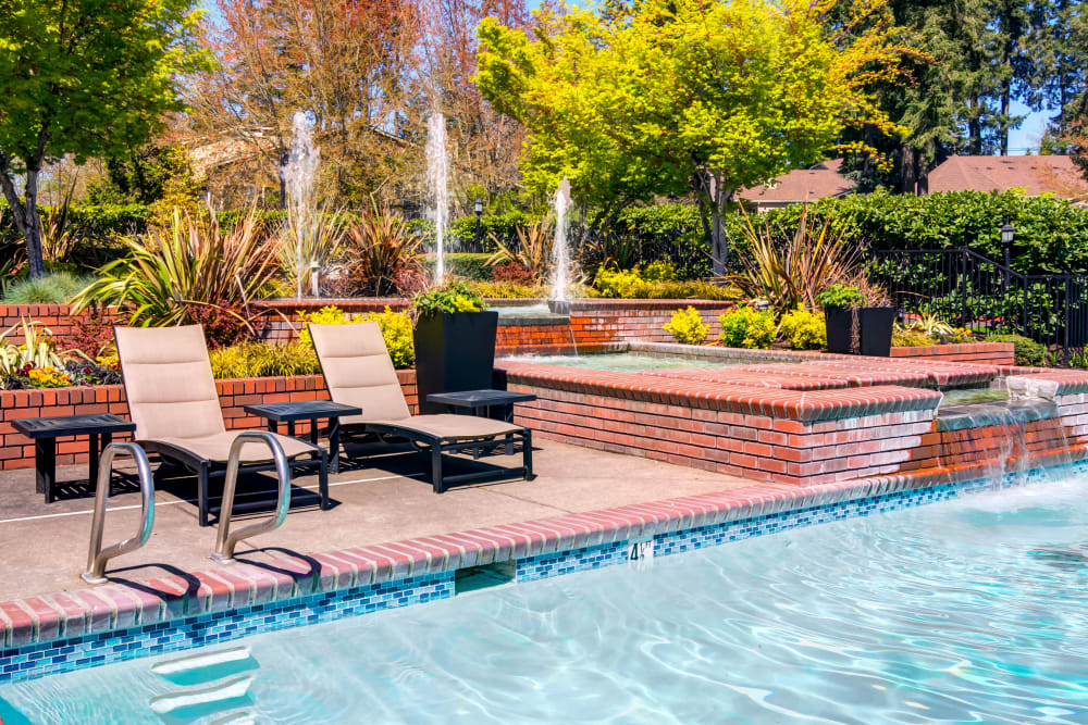 Chaise lounge chairs and fountains near the pool at Sofi at Murrayhill in Beaverton, Oregon