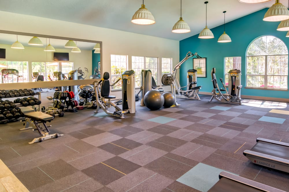 Very well-equipped onsite fitness center at Sofi at Murrayhill in Beaverton, Oregon