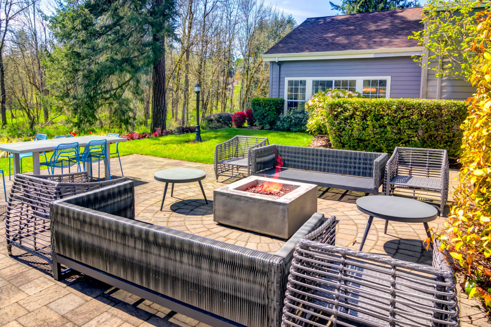Fire pit lounge at Sofi at Murrayhill in Beaverton, Oregon