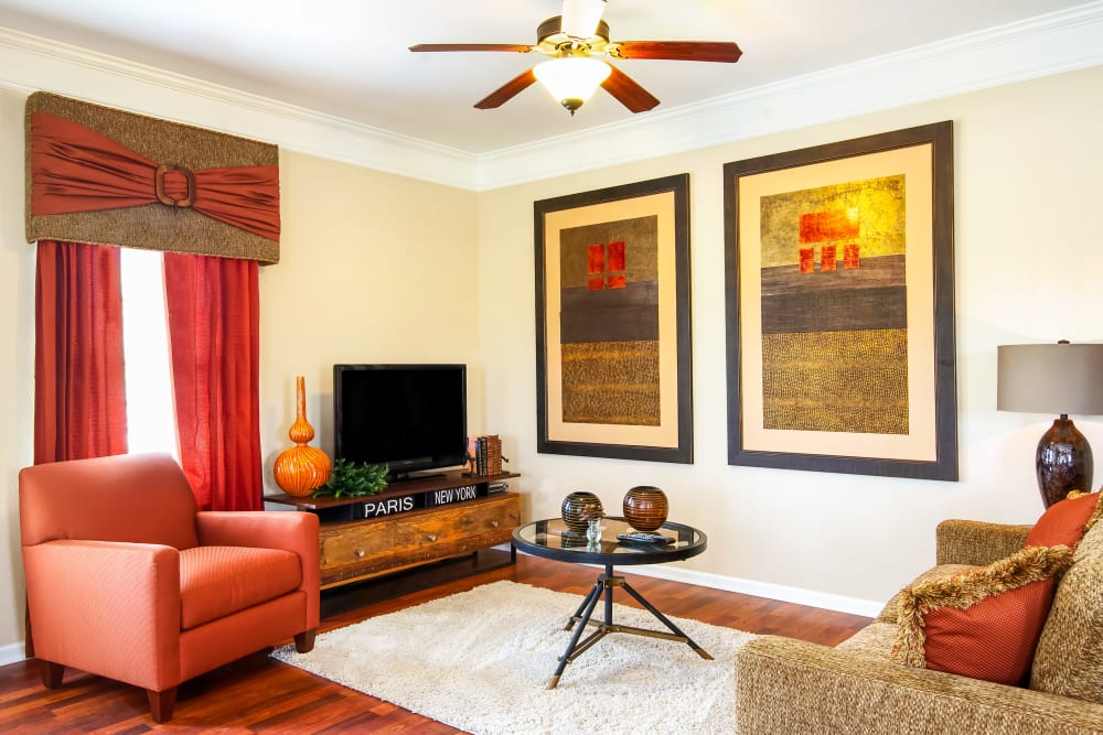 A furnished living room at The Sovereign at Overland Park in Overland Park, Kansas