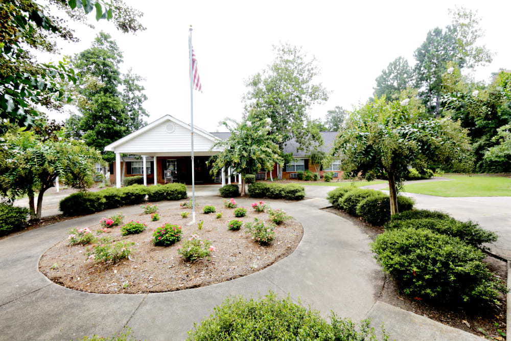 Walking paths and the American flag at Providence Assisted Living in Grenada, Mississippi.