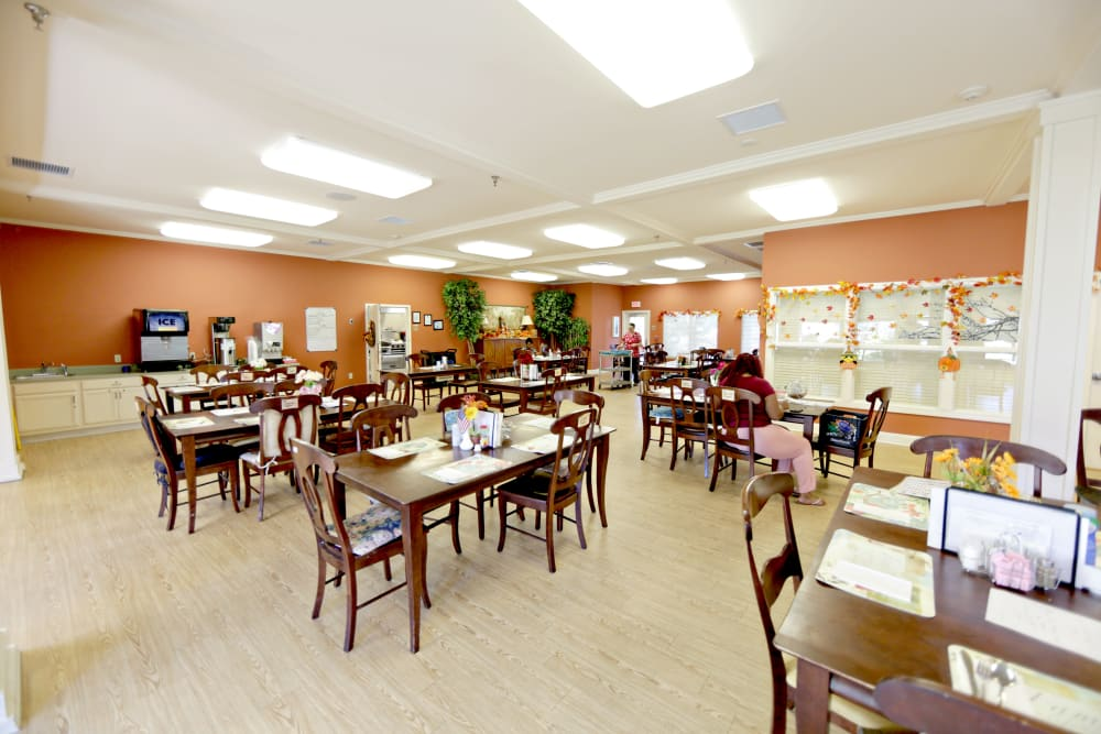 A spacious resident dining room at Providence Assisted Living in Senatobia, Mississippi.