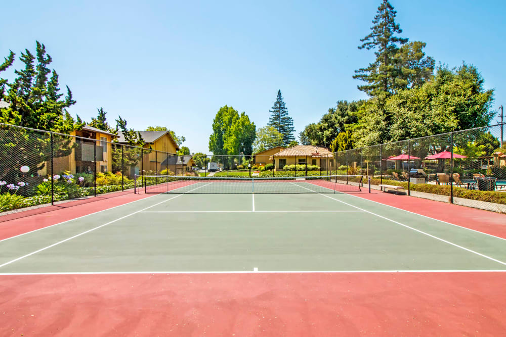 Onsite tennis courts at The Landmark Apartment Homes in Sunnyvale, California